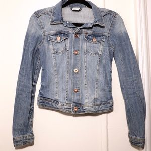 H&M Jean Jacket - Size 6 - Light Wash & Fitted!